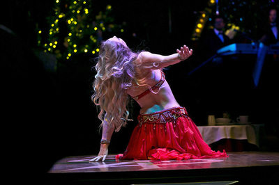 Professional bellydancer Ava live at Teatro Zinzanni with House of Tarab #avaraqs