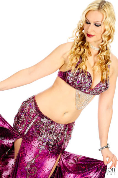 Professional bellydancer Ava. See more photos at www.avaraqs.com #avaraqs #bellydance